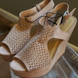 NWT Chinese Laundry Light Pink/Beige Wedges